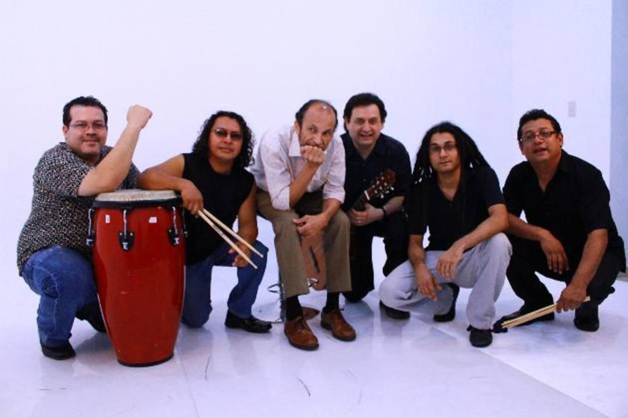Los integrantes del grupo Proyecto Acústico han aportado su propio ritmo para crear un concepto diferente.