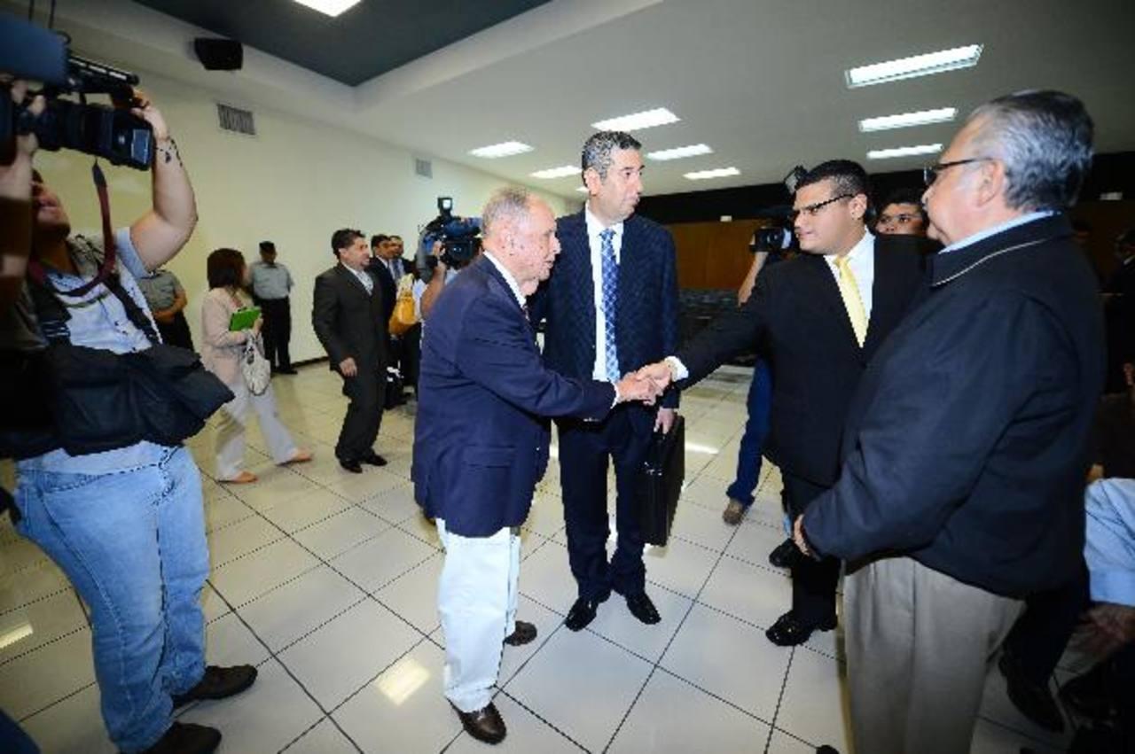 El expresidente de CEL, Guillermo Sol Bang, acudió, como lo dijo ayer, a la audiencia inicial en el juzgado. Fotos EDH / Mario Amaya.
