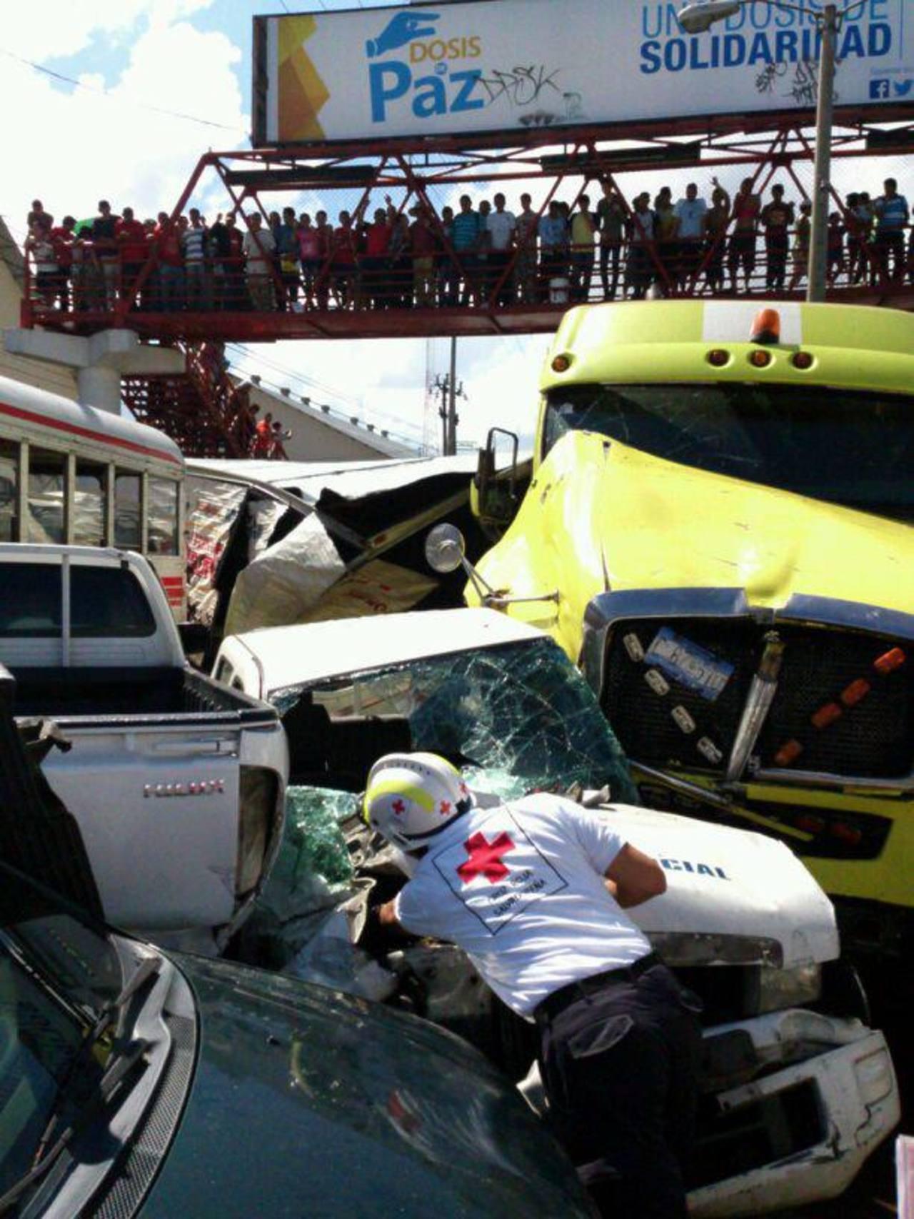 Múltiple accidente dejó tres lesionados en Troncal del Norte.