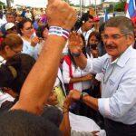 Norman Quijano realizó un recorrido de casi dos horas por las calles de Chalchuapa, acompañado de legisladores y dirigentes de ARENA. foto edh / Mauricio Guevara