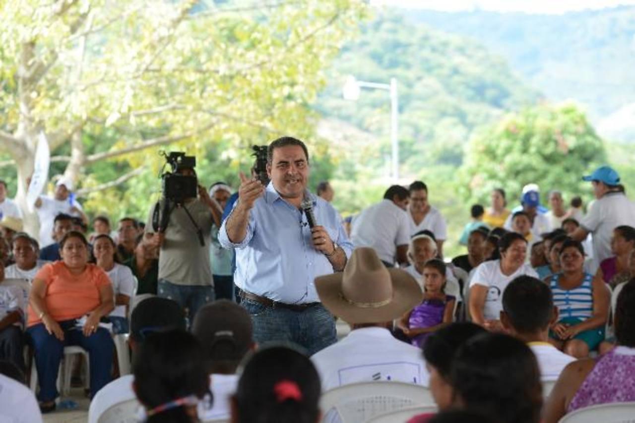 El candidato prometió apoyo al sector agricultor en la venta y distribución de sus productos. foto edh / Miguel Villalta