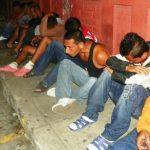 Parte de los detenidos en operativo efectuado la madrugada de este miércoles en Soyapango.