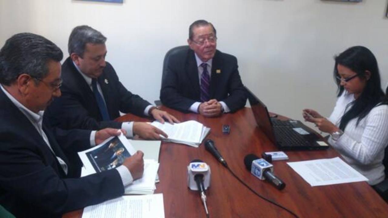 Diputados de ARENA acudieron hoy al Tribunal de Ética Gubernamental. Foto vía Twitter Daniel Choto