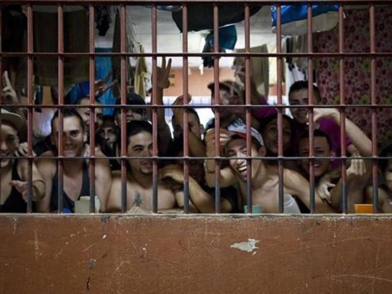 Imagen tomada del sitio lanacion.com, donde aparecen reos de la cárcel San Sebastián, en el sur de San José. foto EDH /