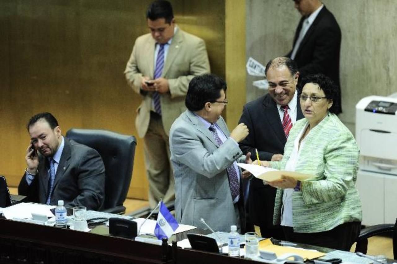 Directivos del FMLN, Gana y PCN han recurrido a Sala Contencioso para no dar datos de asesores. foto edh / jorge reyes