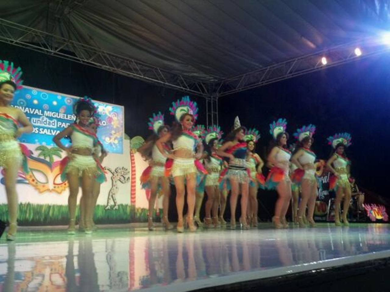 Las candidatas a reina del Carnaval de San Miguel fueron presentadas anoche en el Centro de Gobierno de la Perla de Oriente. Foto vía Twitter Carlos Segovia