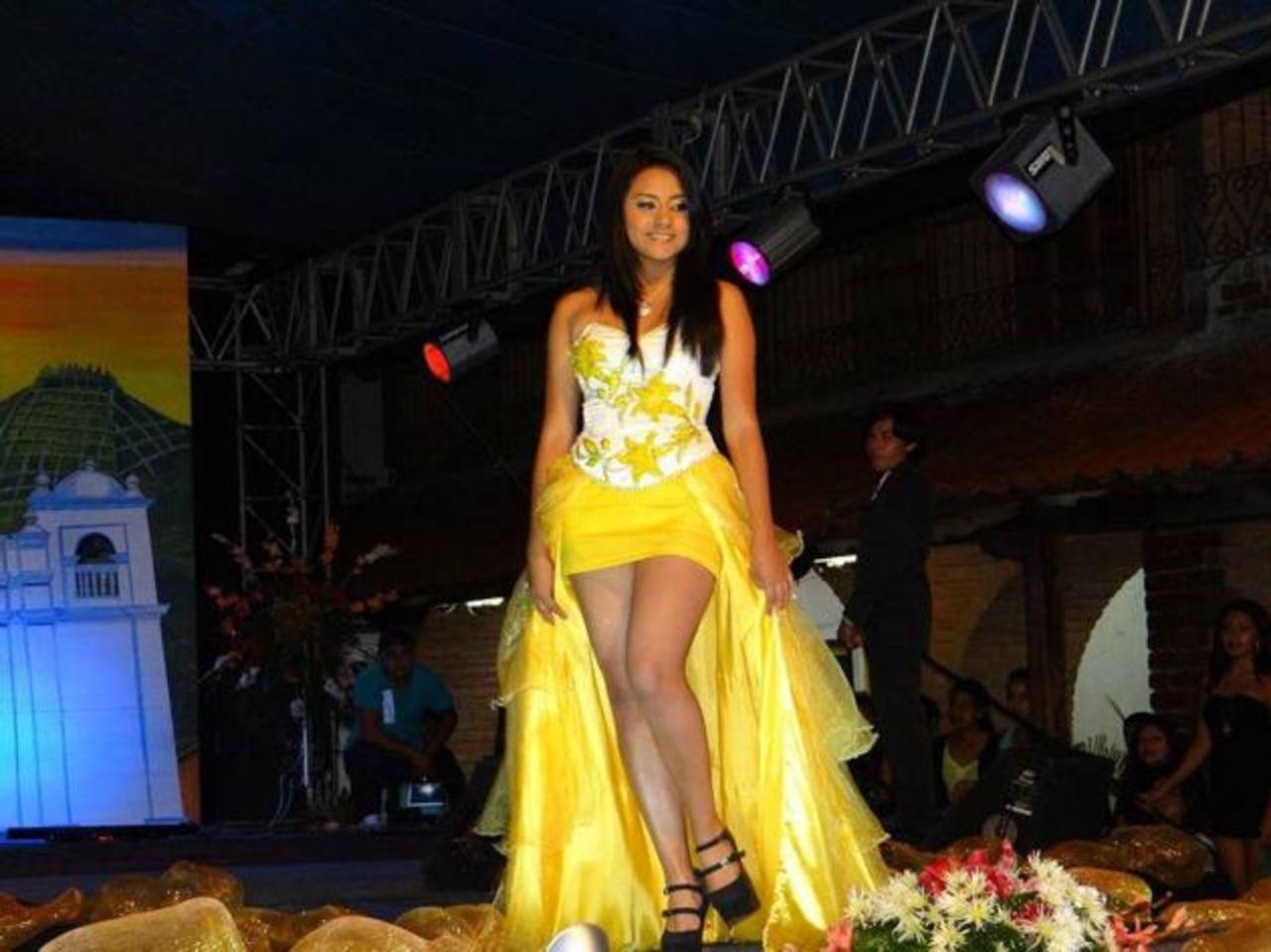 El 29, a las 7:00 de la noche, frente a la alcaldía, es la coronación de la reina, Vanesa López. foto EDH / Roberto Díaz Zambrano