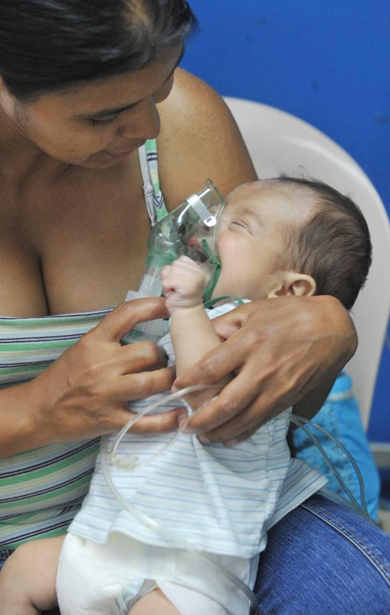 El 42 por ciento de los niños con neumonía ha sido ingresado. Foto EDH / archivo