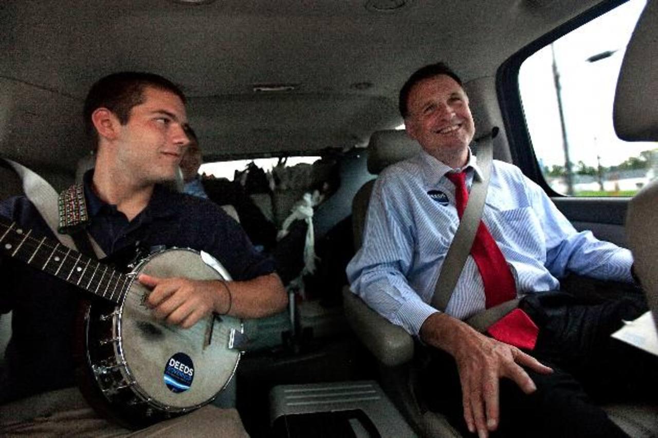 Creigh Deeds junto a su hijo Gus, en septiembre de 2009, durante la campaña para ser gobernador. foto edh / AP