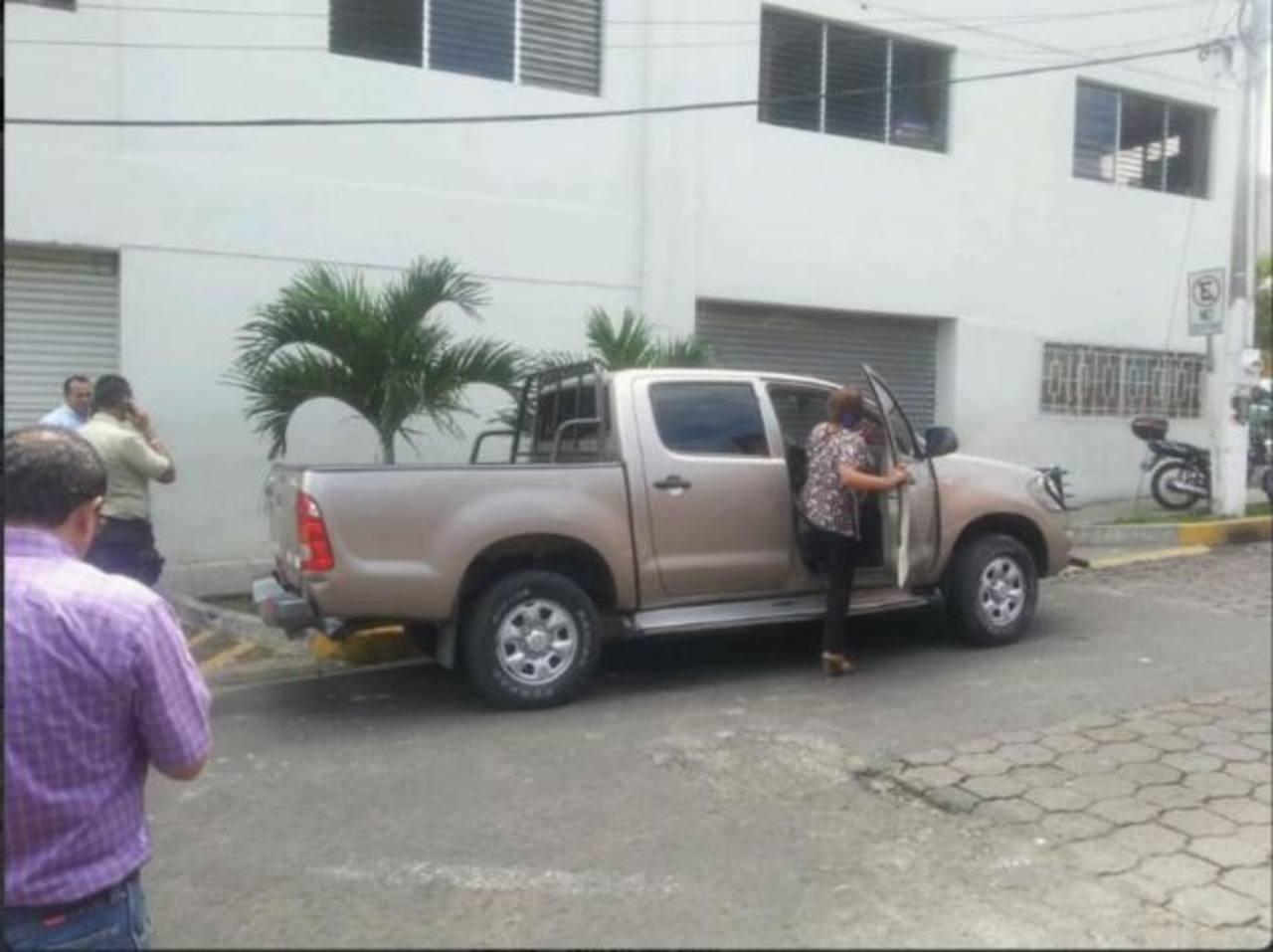 Atacan a balazos carro de alcaldesa de Mejicanos