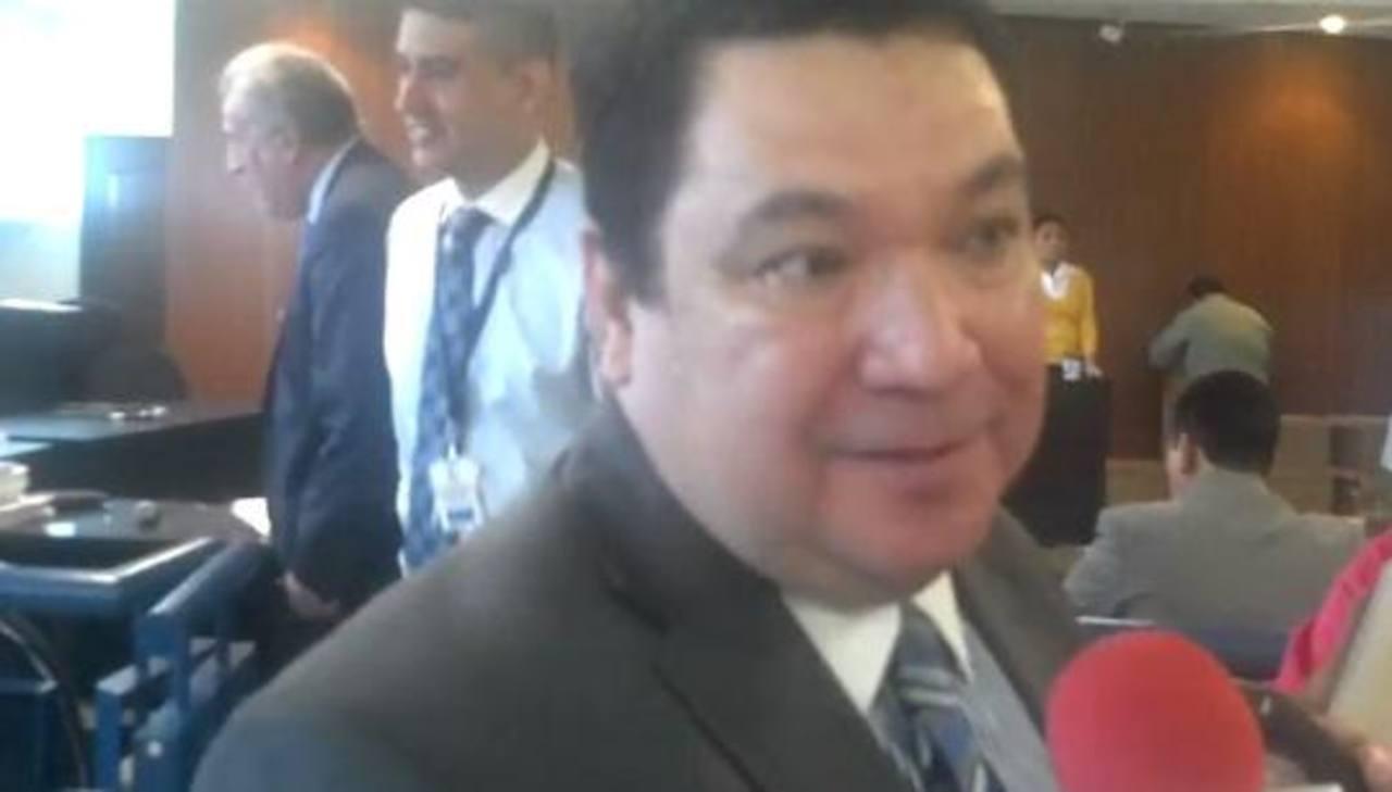 El abogado José Manuel Cruz brindó algunas valoraciones del caso durante una rueda de prensa. Foto escom