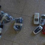 La introducción de teléfonos celulares a diversos centros penales es un delito que las autoridades no han podido controlar.
