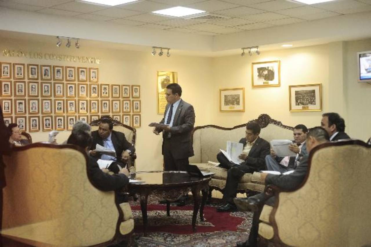 La Comisión de Seguridad se reunió ayer durante el pleno, pero al final el dictamen no fue aprobado. foto edh / jorge reyes