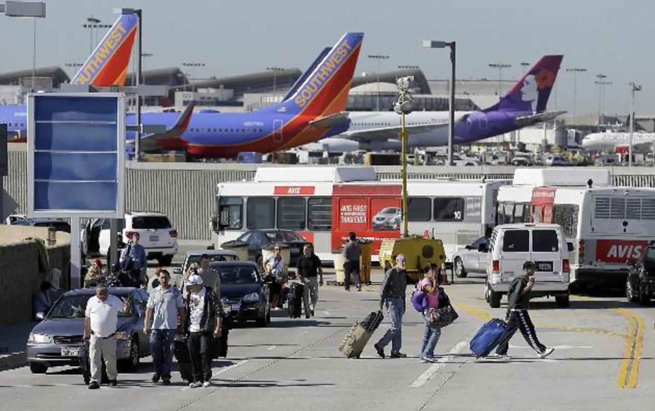 Un muerto deja tiroteo en aeropuerto de Los Ángeles