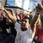 Partidarios del Partido Libre gritaron consignas durante una protesta en Tegucigalpa. Foto/ Reuters