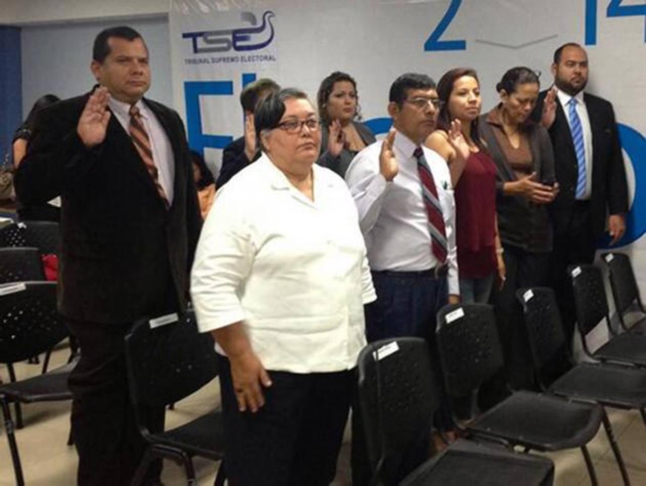 Los miembros de las Jevex fueron juramentados ayer. Estas juntas están compuestas por cuatro partidos políticos: Unidad, ARENA, Fraternidad Patriota Salvadoreña y el FMLN. Comenzarán a trabajar a partir de diciembre. foto edh/CORTESÍA