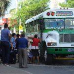 La ruta 107 hace su recorrido desde Teotepeque, La Libertad, hacia el centro de San Salvador. Es el mismo que realiza la ruta 102, de Astrall, que realiza el cobro electrónico. Foto edh/ m. Hernández