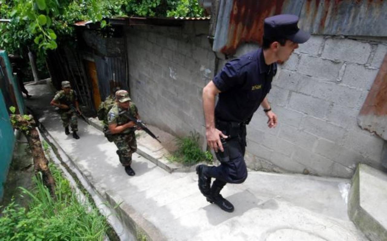 Las reformas beneficiarán a policías y militares que en defensa propia lesionen o maten a delincuentes o sospechosos.