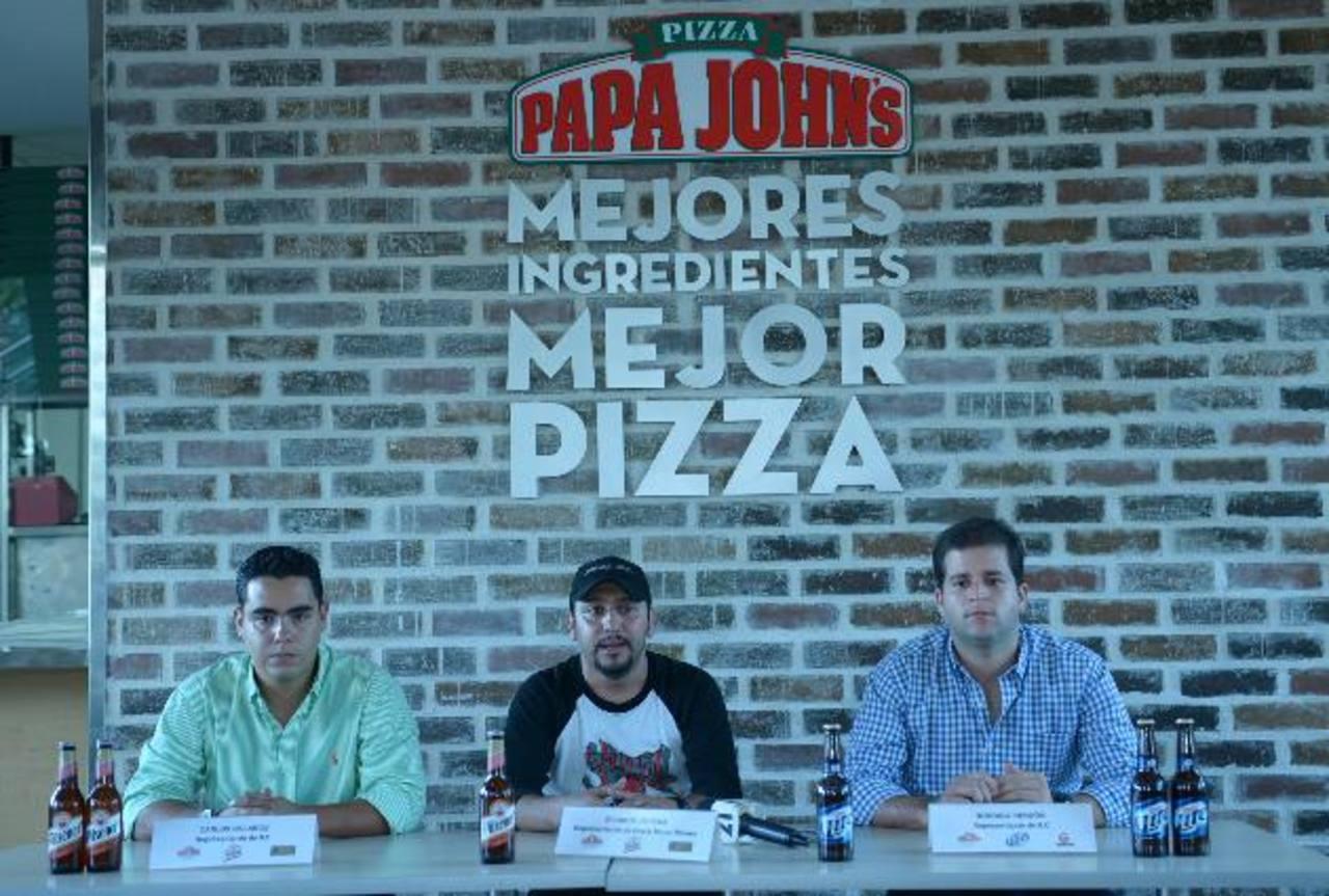 Carlos Bolaños, de Pilsener; Ricardo Zepeda, de Black Moon Shows; y Rodrigo Rendón, de Miller. Foto EDH / René Estrada