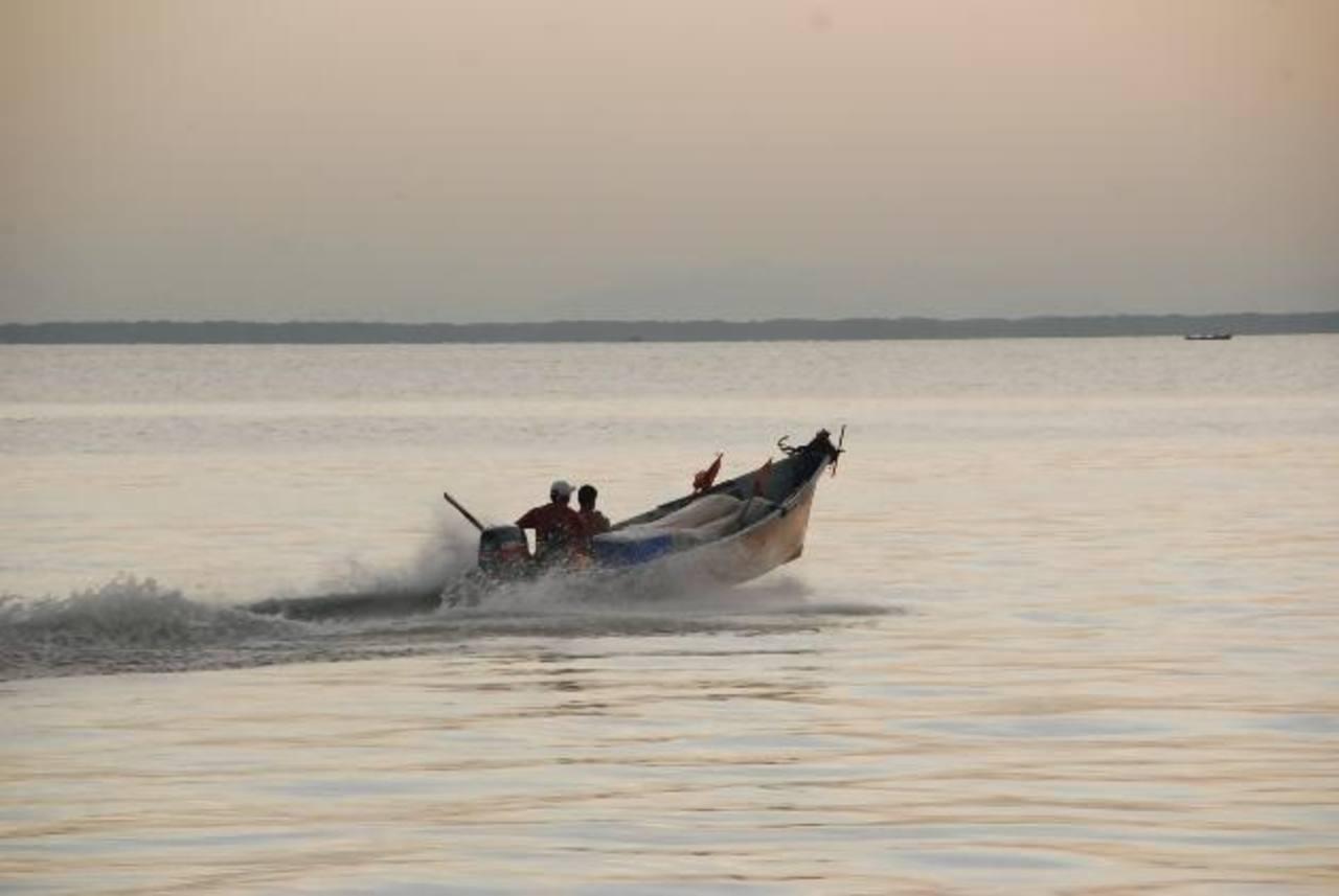 Los pescadores de La Unión lamentan que el trámite de registro de embarcaciones haya pasado a manos de la AMP, pues desde que la institución retomó los trámites todo es lento.