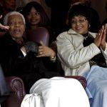 El ex presidente Nelson Mandela y su exesposa Winnie Madikizela-Mandela. Foto/ AP- Archivo