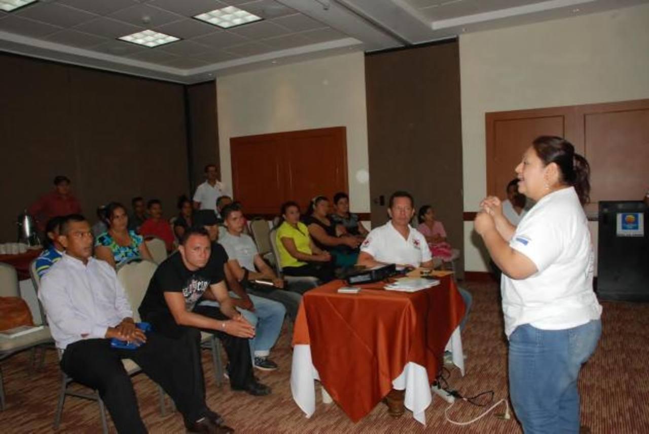 Los líderes comunales fueron capacitados para reaccionar ante cualquier emergencia. Foto EDH / Insy MendozaEl proyecto se desarrolló desde julio del año pasado. Los líderes ya poseen equipos de emergencia. Foto EDH /Insy Mendoza