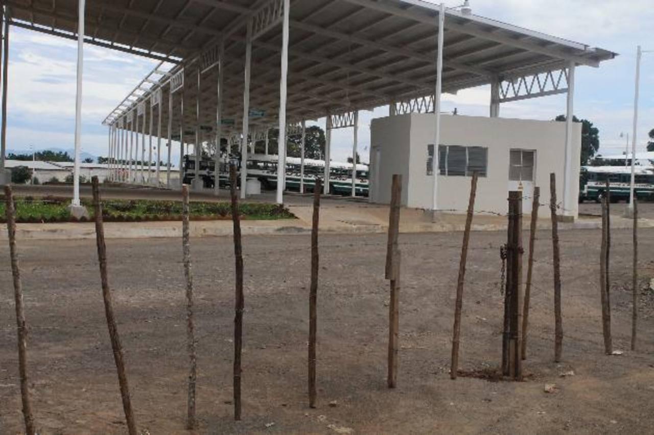 La terminal sólo funcionó tres días por temor de empresarios a sanciones de parte del VMT. fotos edh / roberto zambrano