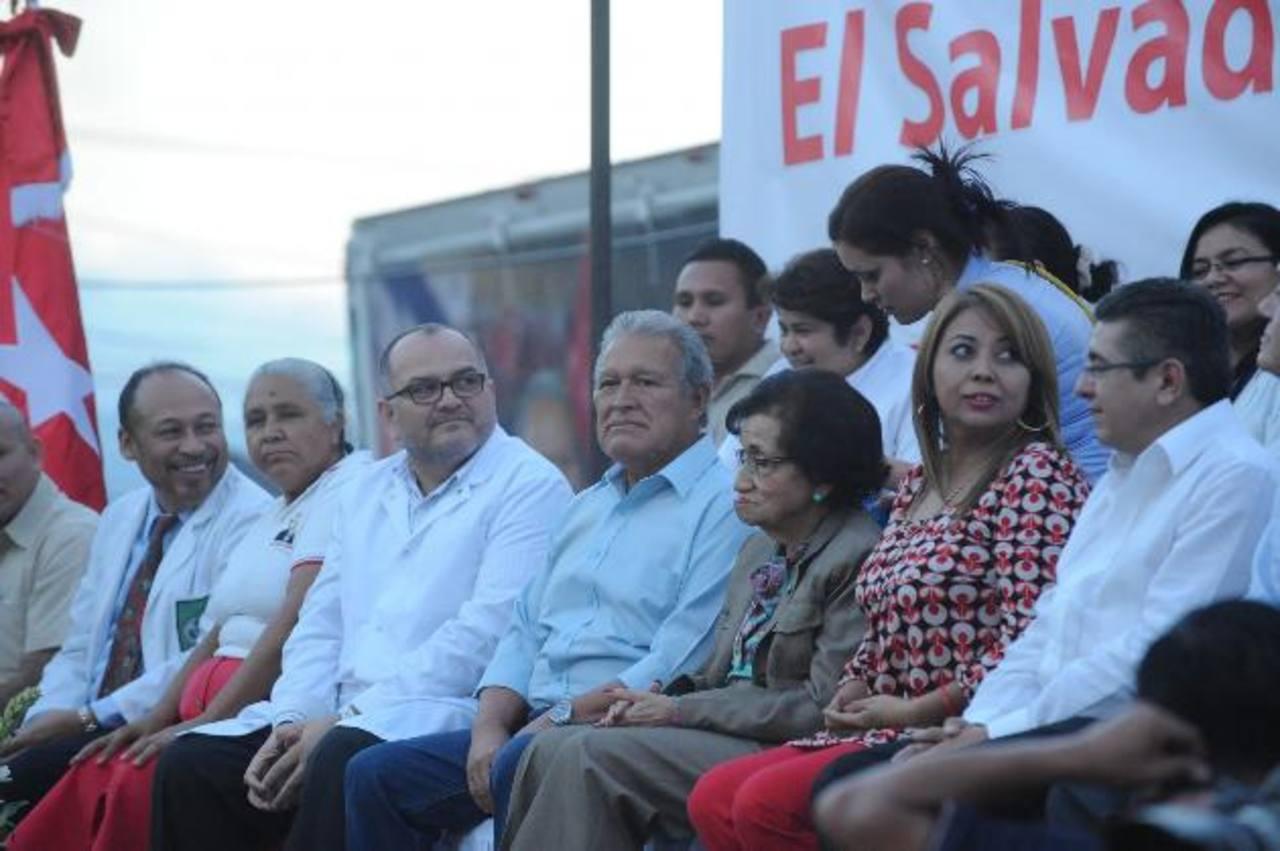 Salvador Sánchez Cerén junto a la ministra de Salud, María Isabel Rodríguez. Foto EDH / Lissette Monterrosa