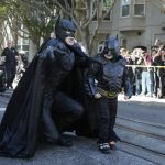 Una fundación cumplió el sueño de un pequeño, que quería ser Batman. FOTO AP