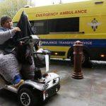 Kevin Chenais en su silla de ruedas en Londres. Foto/ AP