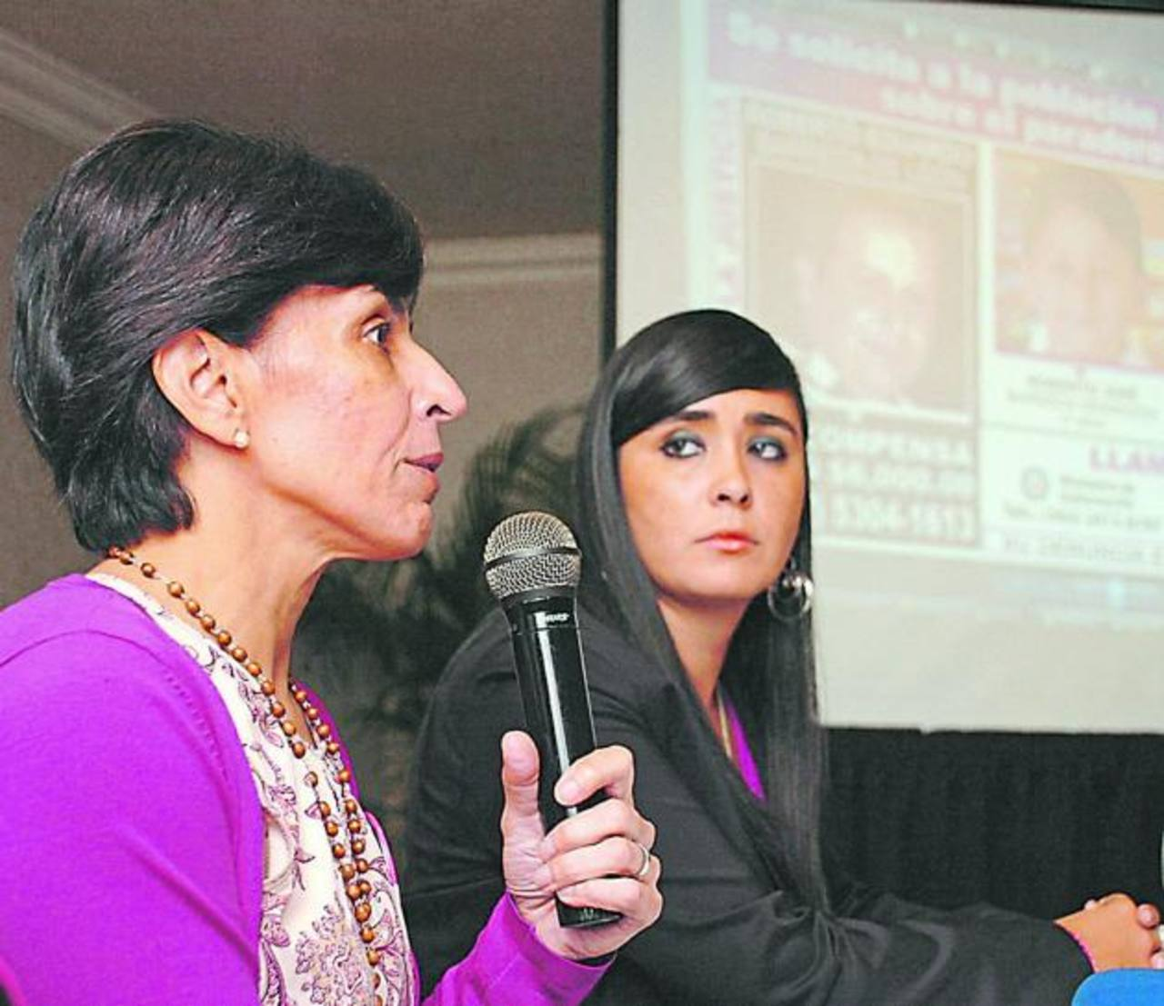 La madre de Cristina dio una rueda de prensa en octubre 2011 en San Salvador. Foto edh/Archivo