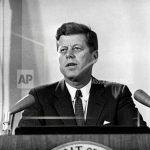 Jonh F. Kennedy durante un discurso presidencial.