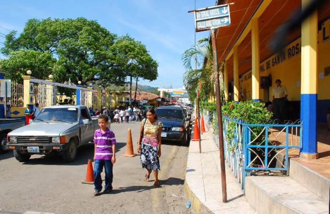 Los más afectados con la paralización de los proyectos son los ciudadanos de diferentes comunidades de Santa Rosa de Lima. fotos edh / Francisco torres