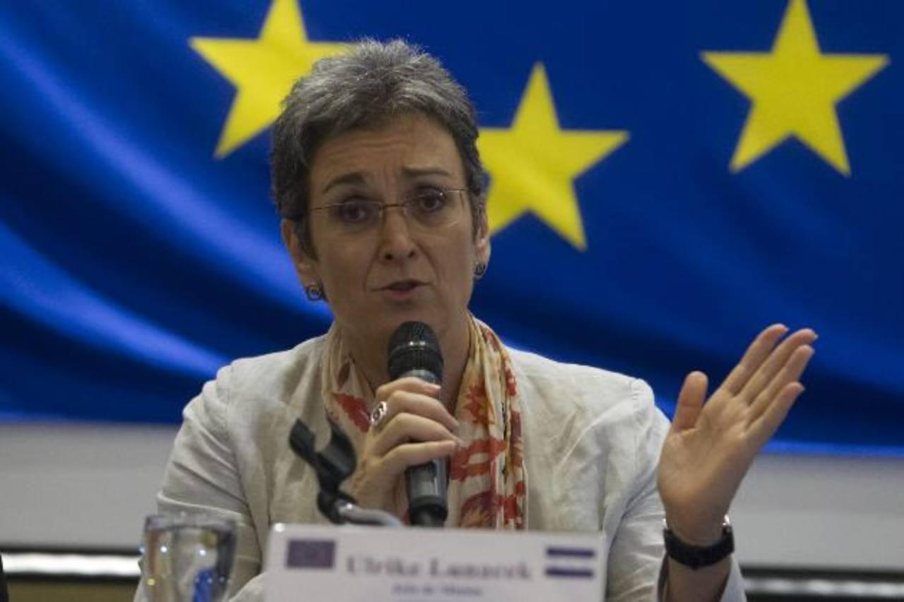 La jefa de la misión de observadores de la UE, Ulrike Lunacek, dio el informe ayer. foto edh /EFE