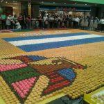 """Construyen mosaico más grande del mundo con """"cupcakes"""""""
