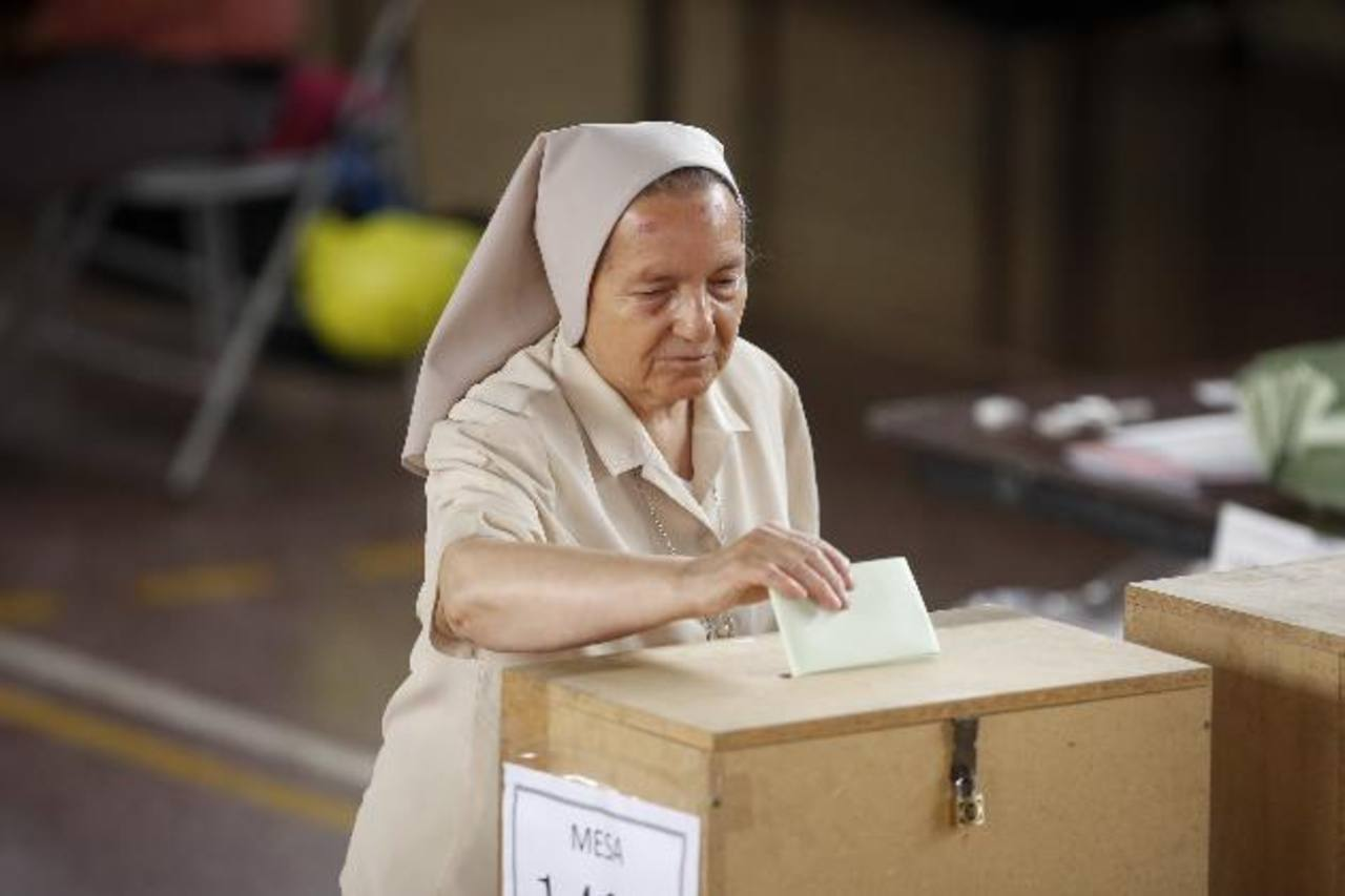 Aunque el padrón electoral es de 13.57 millones de personas, el estatal Servicio Electoral calcula que podrían ejercer su voto entre 7 y 9 millones. Foto/ AP