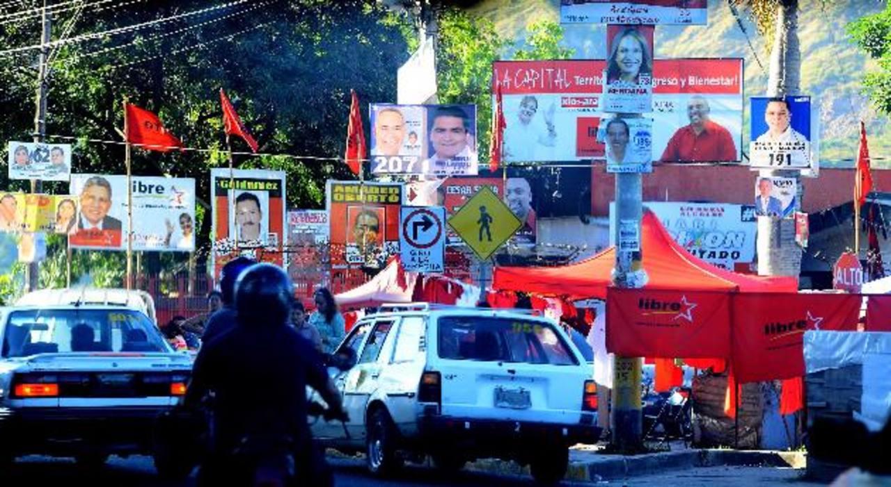 Así lucían ayer las calles de Tegucigalpa, abarrotadas con afiches propagandísticos de los contendientes a la Presidencia, a la Asamblea y a las alcaldías. fotos edh / mario amaya