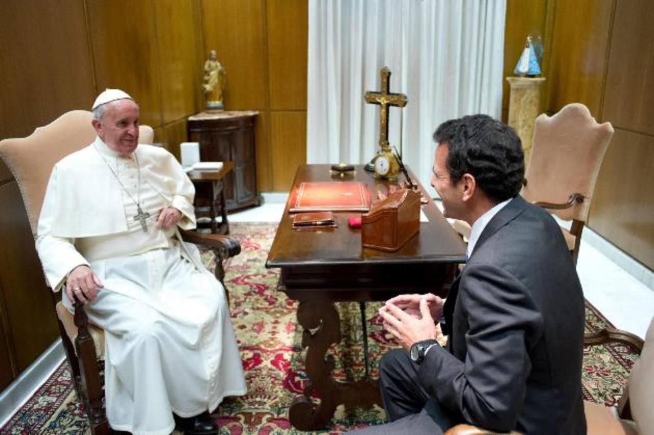 El Papa Francisco ayer durante la audiencia que concedió a Henrique Capriles, líder de la oposición en Venezuela. foto edh / efe