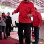 Maduro no solo ha manejado buses, sino que también una patineta durante un acto público en Monagas. foto edh /Internet