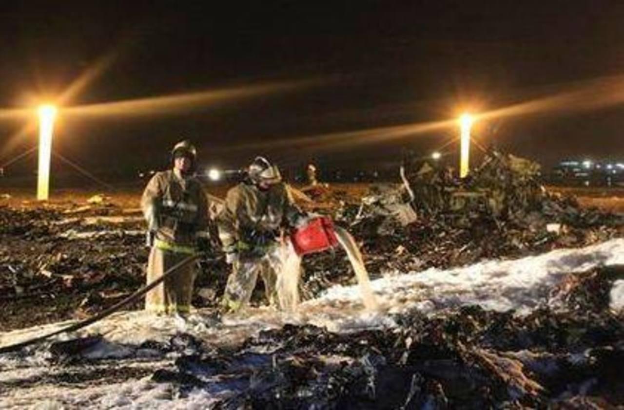 Un avión ruso de pasajeros se precipitó a tierra cerca de Kazán. Foto/ AP