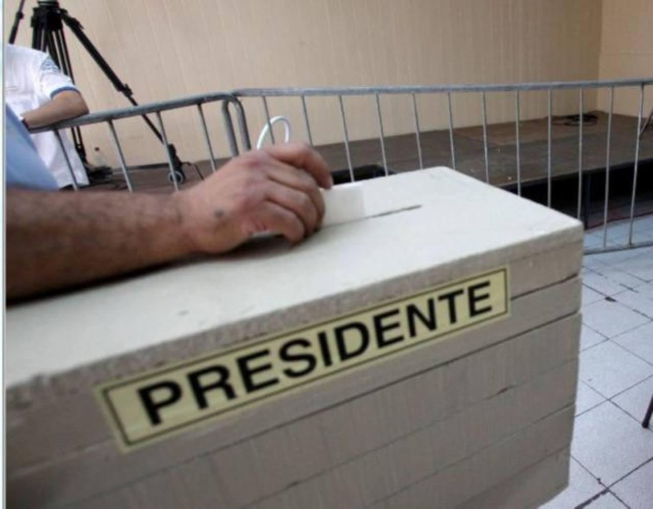 Según una encuesta, los chilenos consideran más grave tirar basura en la vía pública que asistir a sufragar en las elecciones presidenciales. Foto/ Archivo