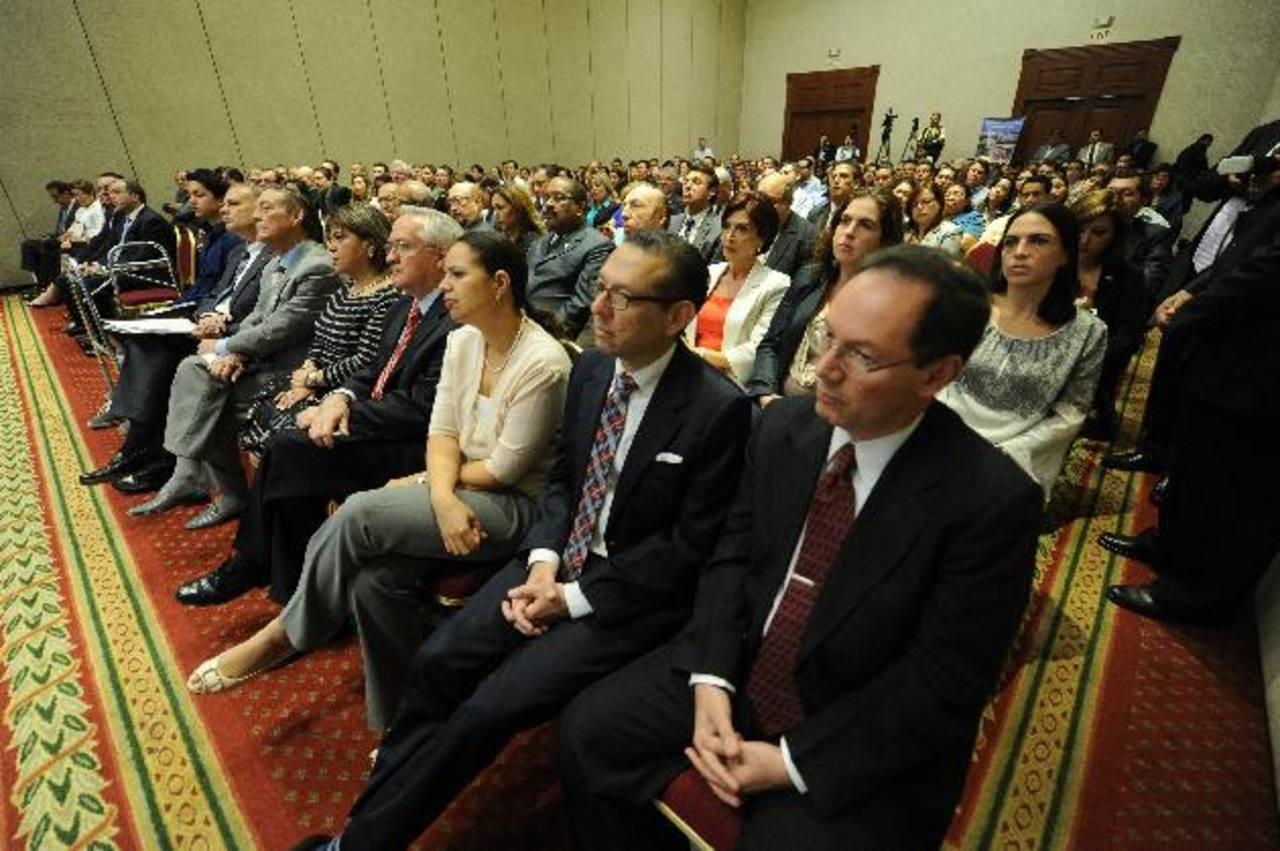 En el evento estuvieron presentes representantes de las 18 empresas. Foto EDH/Marlon Hernández