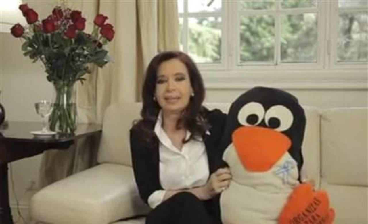 Presidenta Argentina reaparece tras operación.