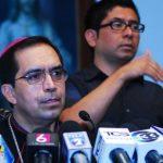 """Arzobispo apoya que medios no deben ser sancionados por """"campaña sucia"""""""