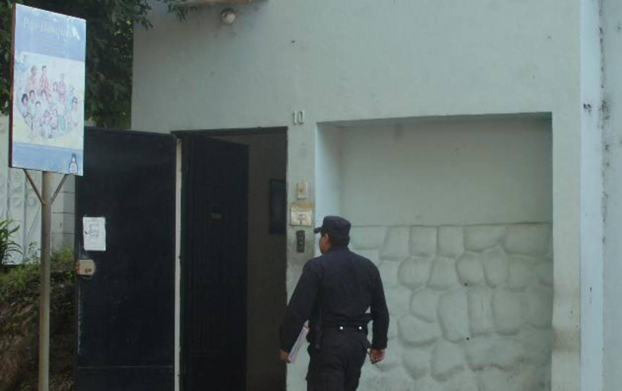 Tres hampones asaltaron las oficinas de Pro-Búsqueda el miércoles pasado.