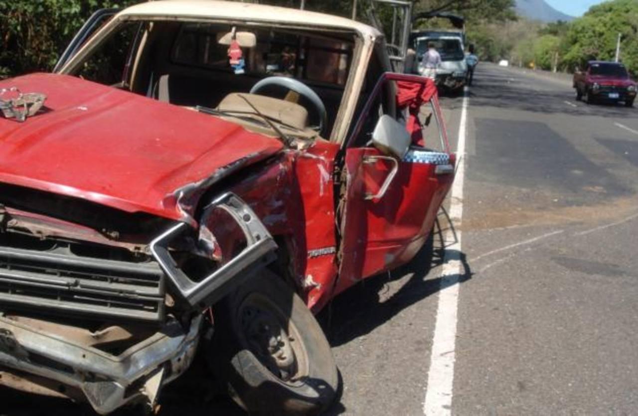 Un muerto y, al menos 12 lesionados, deja accidente de tránsito en Sonsonate