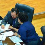 Lorena Peña del FMLN conversa con Guillermo Gallegos de Gana. foto edh / omar carbonero