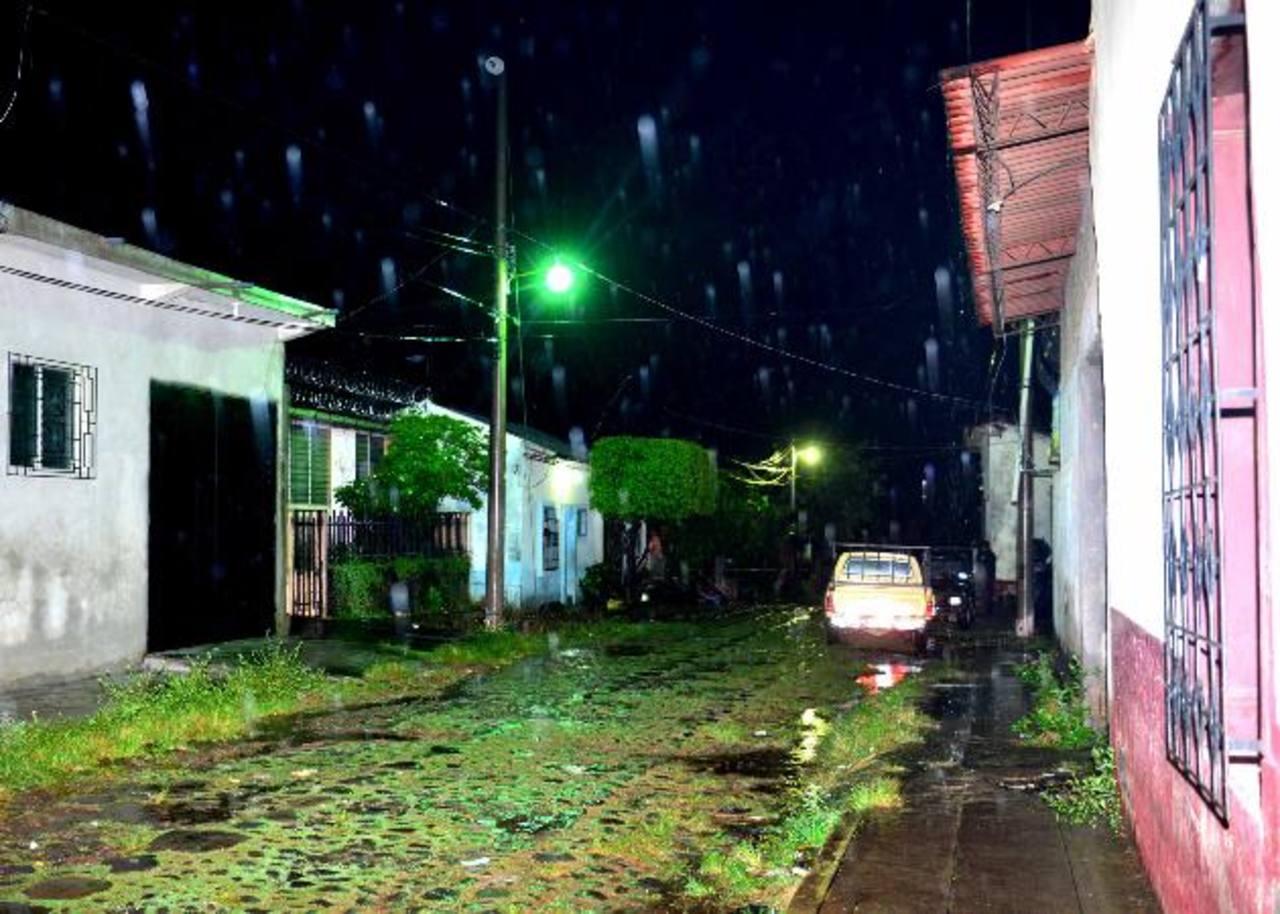 Dos adolescentes y un adulto fueron ultimados, el sábado, en el barrio Santa Lucía, Zacatecoluca, La Paz. Foto EDH /O. Carbonero