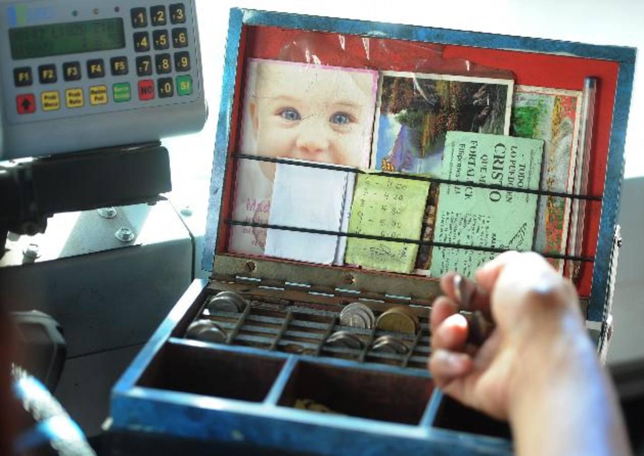 La gremial asegura que el proyecto de las tarjetas electrónicas es parte de los rubros en los que Alba quiere invertir y que el aparato estatal le está facilitando el camino. Foto EDH/ archivo