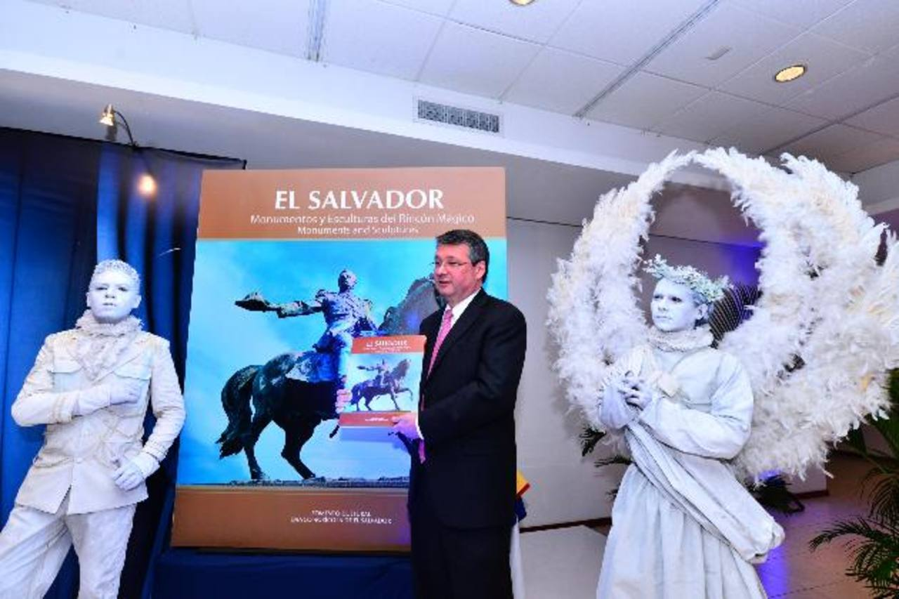 """Presentan el libro """"Monumentos del Rincón Mágico"""""""